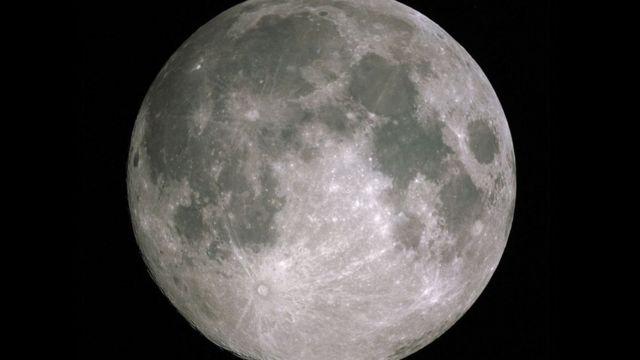 Повний місяць із Землі