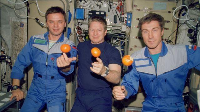Bill Shepherd (estadounidense), Yuri Gidzenko y Sergei Krikalev (rusos
