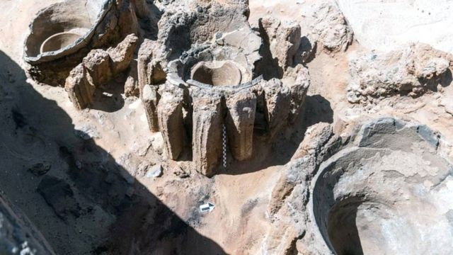 Uma foto disponibilizada pelo Departamento Egípcio de Antiguidades em 14 de fevereiro de 2021 mostra os restos de uma cervejaria descoberta na antiga cidade de Abydos