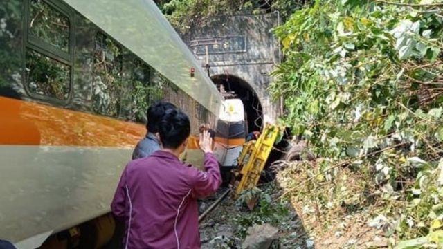 台湾铁路事故现场