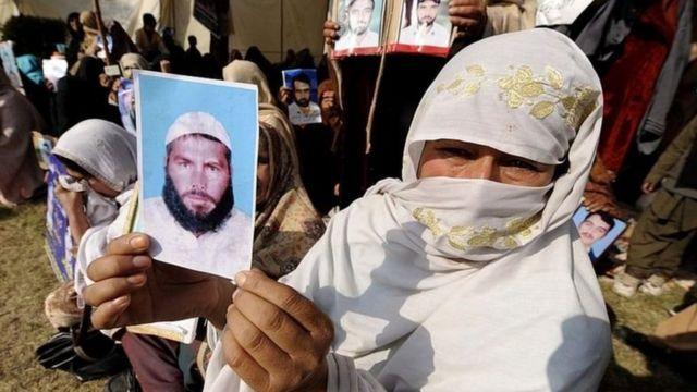 পাকিস্তানের সামরিক বাহিনীর হাতে আটক ব্যক্তিদের আত্মীয়স্বজনরা