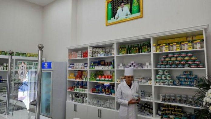 A female health worker in Turkmenistan