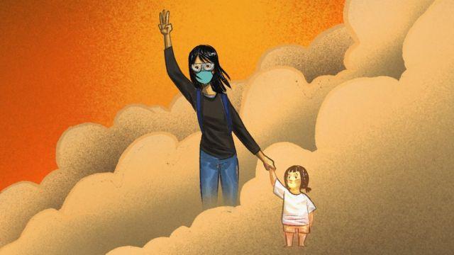 아이의 손을 잡고 있는 여성 이미지