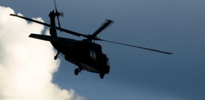 Helicóptero voando