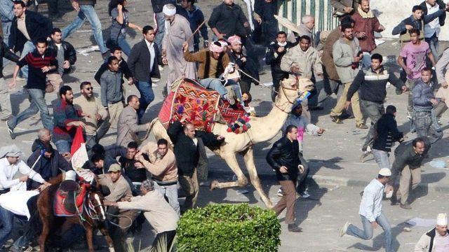 mübarek destekçilerinin develi saldırısı