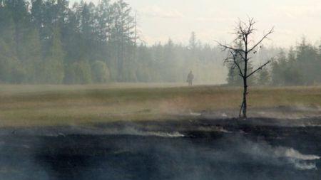 Um incêndio florestal no centro de Yakutia, na Rússia