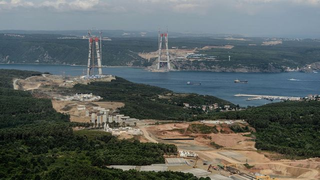 İstanbul'da 3. Köprü inşaatı çevreye etkileri yönünden tartışmalara neden olmuştu.