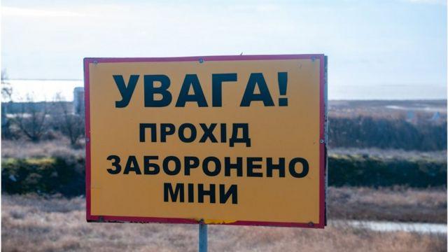 Так нині облаштований кордон із Кримом, який продовжує бути вільною економічною зоною України