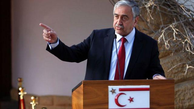 Ersin Tatar öncesinde Kuzey Kıbrıs'ta Cumhurbaşkanlığı görevinde bulunan Mustafa Akıncı, Türkiye'nin seçimlere müdahale ettiğini öne sürmüştü.
