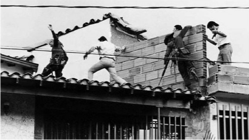 Colombian security forces on the roof where drug dealer Pablo Escobar was shot dead on December 2, 1993