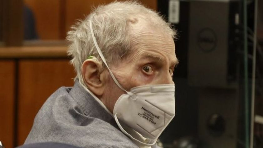 Robert Durst looks back in court, wearing mask for covid-19