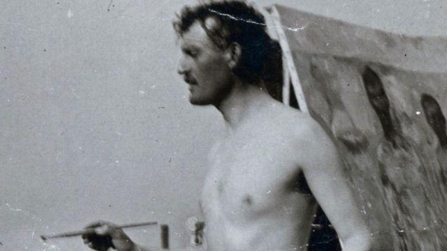 Відомий норвезький художник пише автопортрет на пляжі у Німеччині у 1907 році