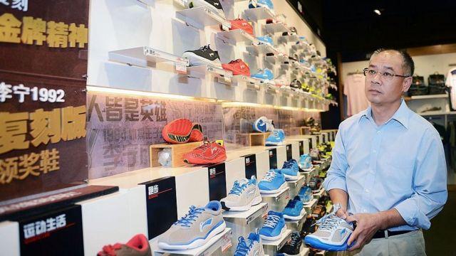 新疆棉事件:中国国产运动鞋价格疯涨遭官媒抨击 新疆棉事件:中国国产运动鞋价格疯涨遭官媒抨击
