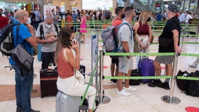 Пасажири в аеропорту