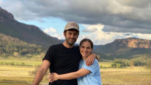 Natalie Portman y su esposo, el director de cine Benjamin Millipied, en las Montañas Azules al oeste de Sídney