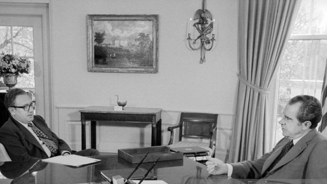 Dr. Kissinger iyo madaxweynihii Mareykanka Nixon oo ku sugan Aqalka Cad
