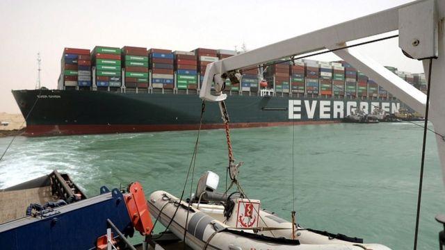 대만 에버그린 마린에서 운영하는 선박 에버기븐은 손상을 입진 않은 것으로 보인다