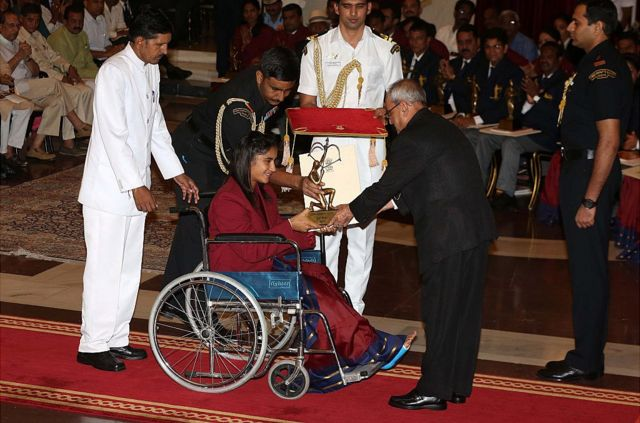 Vinesh Phogat receiving the Arjuna Award sitting on a wheelchair