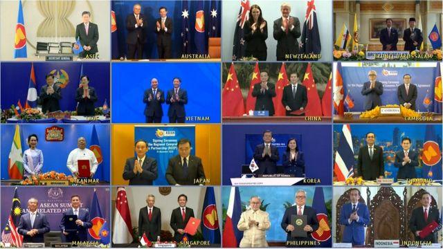 Los líderes y ministros de Comercio de los países miembros del RCEP posan para la foto de la cumbre virtual.