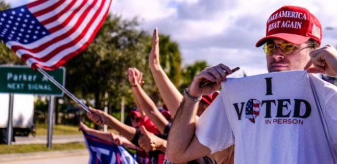 Apoiadores de Trump o recebem em Palm Beach
