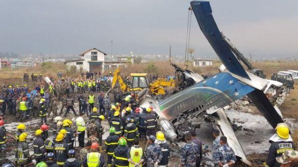 Десятки людей погибли в авиакатастрофе в Непале - BBC News ...