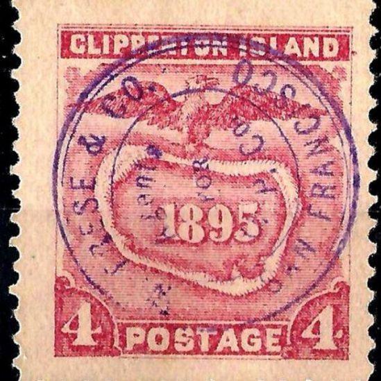 Sello estadounidense con una ilustración de Clipperton de finales del siglo XIX, cuando explotaban el guano en la isla, que asumieron que no tenía dueño.