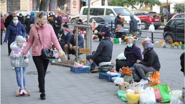 Щоб продати гарбуза, морвку чи картоплю на вулиці касовий апарат не потрібен