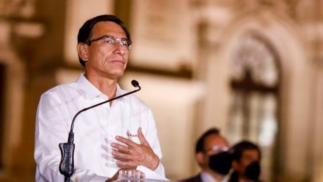 """Martín Vizcarra, tras ser destituido en Perú: """"Salgo del palacio de  gobierno con la frente en alto"""" - BBC News Mundo"""