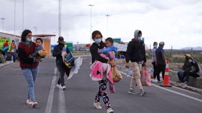 Migrantes en Colchane el 3 de febrero de 2021.