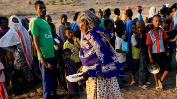 لاجئون هاربون من النزاع يقيمون عند حدود السودان