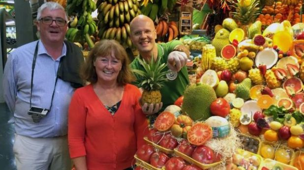 قامت جولييت ووترز وزوجها برحلة بحرية في عام 2019، تعرفا خلالها على أصدقاء جدد يتحدثون الإسبانية، وهذا ما دفعها إلى تعلم هذه اللغة خلال فترة الإغلاق