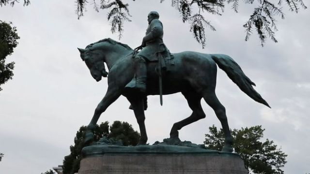 Estatua ecuestre de Robert E Lee en Charlottesville