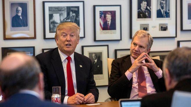 Tổng thống đắc cử Mỹ, ông Donald Trump (trái