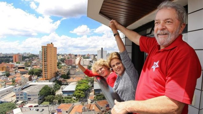 "Handout picture by the Instituto Lula of the Former Brazilian President, Luiz Inacio Lula Da Silva (R) with his wife Marisa (L) and the President of Brazil, Dilma Rousseff (c) at Lula""s residence in Brasilia, Brazil, 05 March 2016."