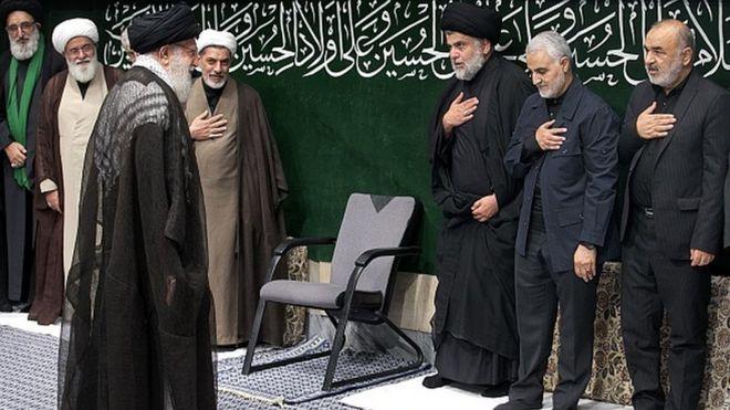 Iraklı Şii grubun lideri Mukteda el Sadr ve Kasım Süleymani (sağdan ikinci) İran'ın dini lideri Ali Hamaney'i selamlıyor