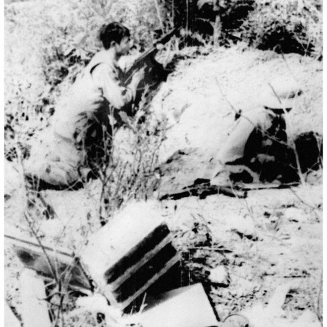 Đại đội 10, Quân đội nhân dân Việt Nam tại Đồi Chậu Cảnh, tỉnh Lạng Sơn trong tư thế chiến đấu chống lại các cuộc tấn công xâm lấn của Trung Quốc, ngày 21/2/1979.