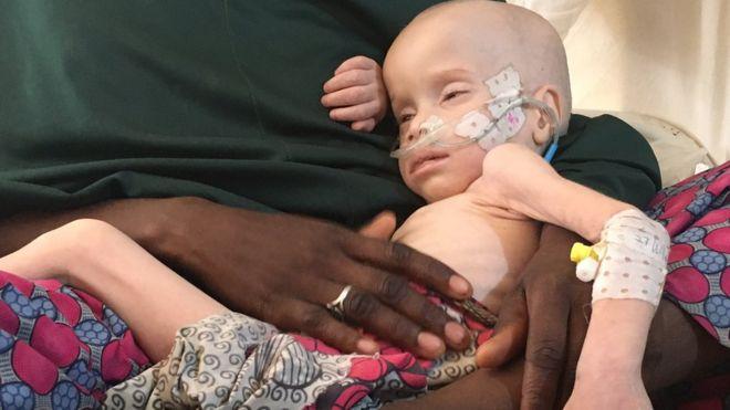 Zara Mustafa e seu filho de 2 anos, Ali