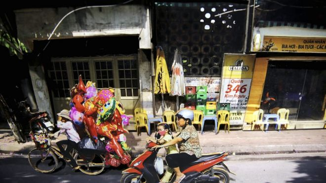 """Triển lãm – sắp đặt """"Thay hình đổi mặt"""" của tác giả Nguyễn Thế Sơn và Trần Hậu Yên Thế"""