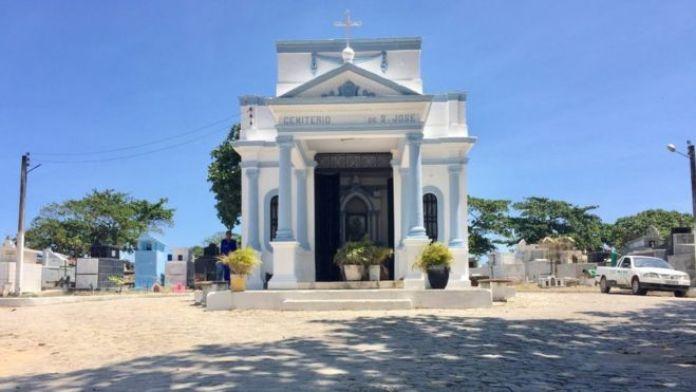 Entrada do cemitério de São José, em Maceió