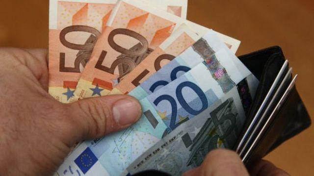 ユーロ紙幣の資料写真
