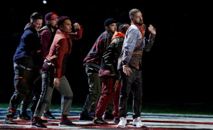 Justin Timberlake and his dancers