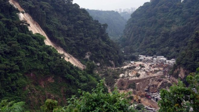 General view of the village of El Cambray II, in Santa Catarina Pinula municipality, some 15 km east of Guatemala City, after a landslide on October 2, 2015.