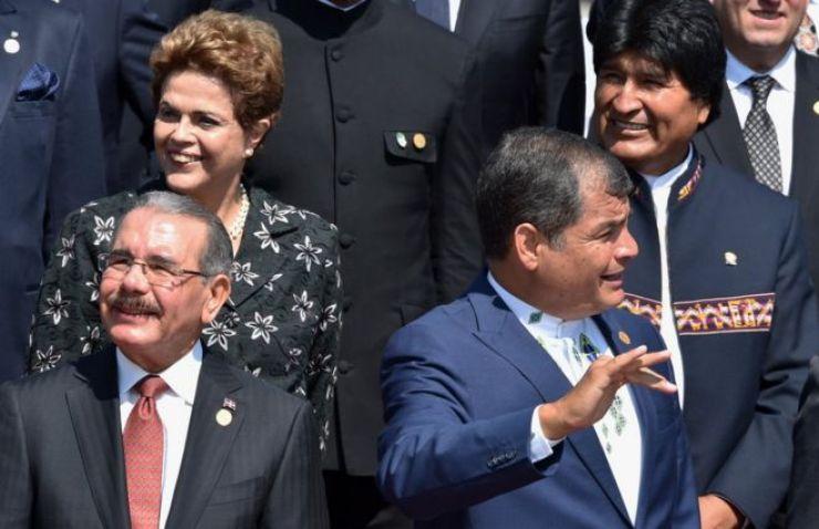 Dila Rousseff con el presidente de República Dominicana Danilo Medina (abajo izquierda), el de Ecuador Rafael Correa (derecha, abajo) y el de Bolvia Evo Morales (derecha, arriba), cuando aún era presidenta de Brasil, en enero de este año.