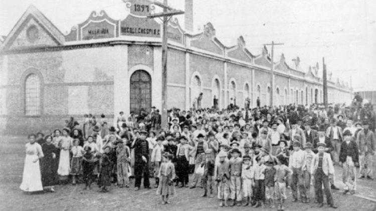 Trabalhadores no Cotonifício Crespi, na Mooca, São Paulo, em 1917