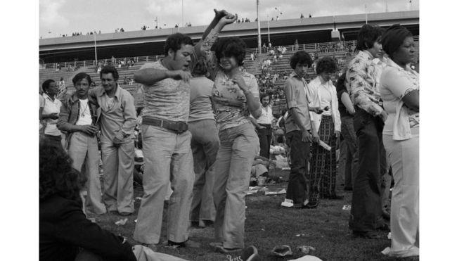 Bailarines en un evento Randall`s Island, Nueva York, en 1974.