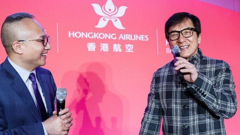 香港演员成龙多年都是香港航空的代言人。