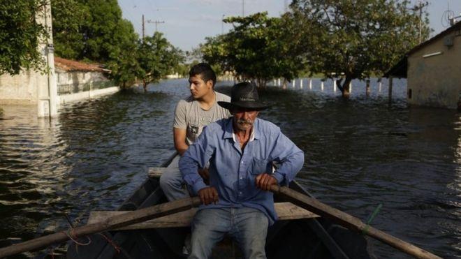 Las inundaciones en el barrio Jukyty en Asunción, Paraguay