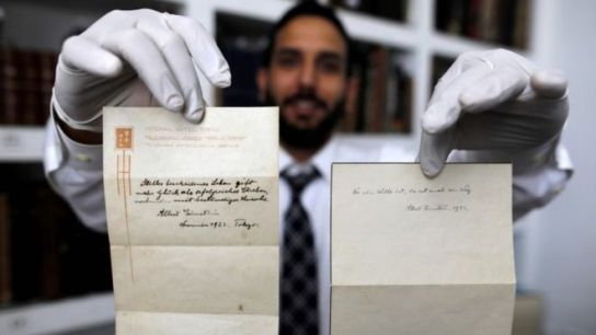 Gal Winner, owner and manager of the Winner's auction house in Jerusalem, displays two notes written by Albert Einstein, in 1922, on hotel stationary from the Imperial Hotel in Tokyo (22 October 2017)