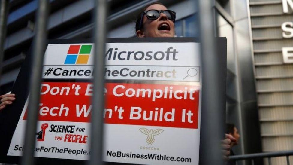 Protesta ante la sede de Microsoft en Nueva York