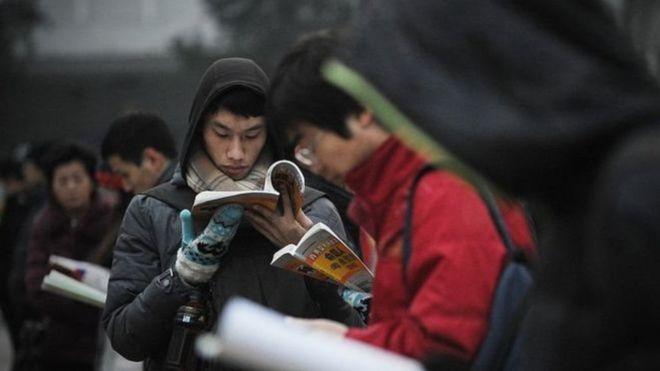 Học sinh Trung Quốc chuẩn bị thi tuyển sinh đại học